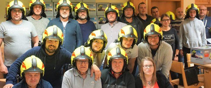 Neue Helme für die Mitglieder der FF Allentsteig