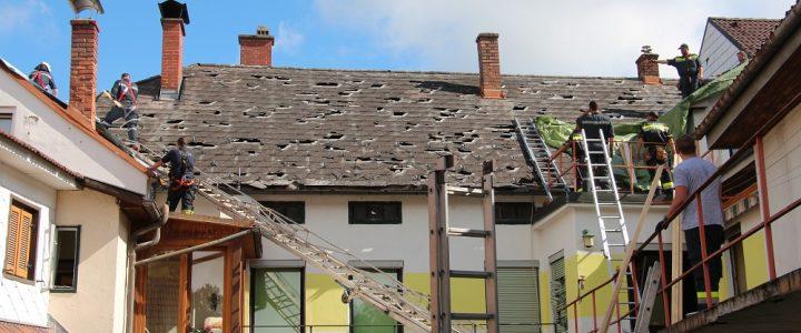 Schweres Unwetter zerstört hunderte Hausdächer in Allentsteig